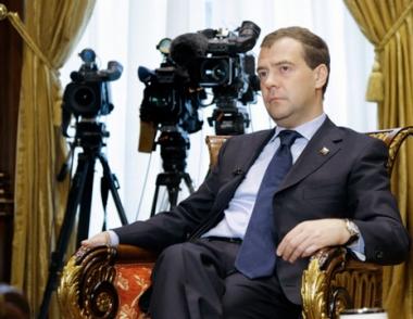 مدفيديف لا يستبعد ترشحه في الانتخابات المقبلة ويشدد على مكافحة الإرهاب بصرامة