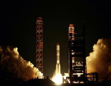 إطلاق قمر صناعي أمريكي إلى الفضاء من مطار