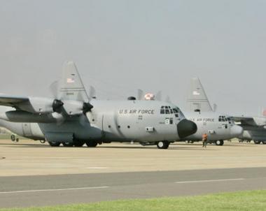 اكثر من 200 طائرة حربية محملة بمعدات عسكرية و20 الف جندي امريكي تعبر الاجواء الروسية الى افغانستان