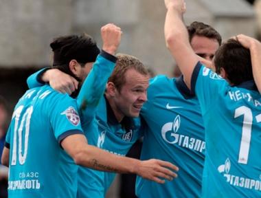زينيت ينفرد بصدارة الدوري الروسي الممتاز لكرة القدم