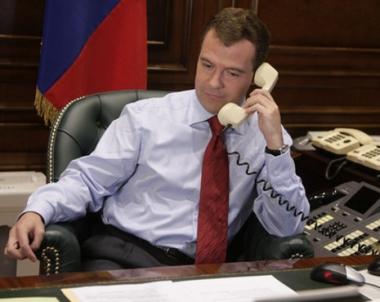 مدفيديف وكاميرون يؤكدان استعدادهما لتقوية العلاقات بين روسيا وبريطانيا