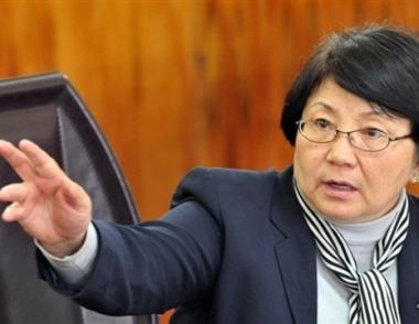 الحكومة القرغيزية المؤقتة تقرر منح رئيستها صلاحيات