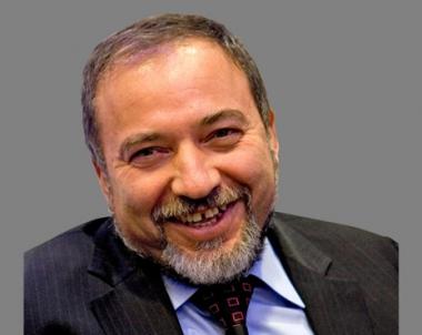 الشرطة الاسرائيلية توجه تهمة جديدة لليبرمان وتشكك بنزاهة سفير اسرائيل السابق لدى بيلاروس