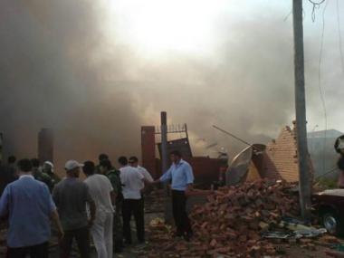 مصرع شخص واصابة اخرين بجروح في انفجار مخزن بانغوشيا