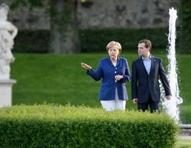 الأمن الأوروبي والتعاون على الساحة الدولية تتصدر مباحثات مدفيديف في ألمانيا