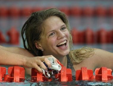 السباحة الروسية يوليا يفيموفا تحرز ذهبية 50 م في موناكو