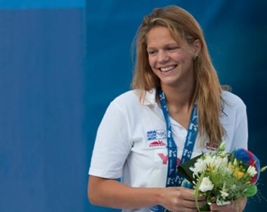 السباحة الروسية يوليا يفيموفا تؤكد جدارتها في برشلونة