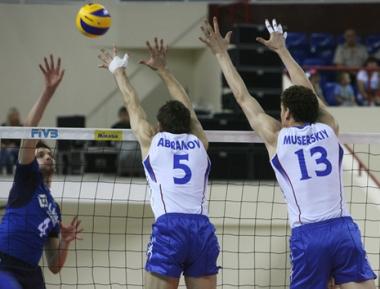 روسيا تحقق فوزها السادس على التوالي بالكرة الطائرة