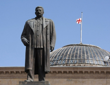 إزالة تمثال لستالين من بلدته في جورجيا
