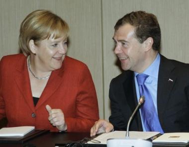 مدفيديف يدعو الشركات الألمانية لتحديث اقتصاد روسيا