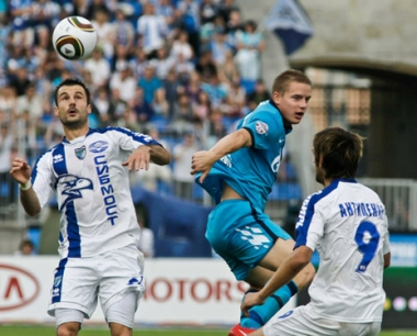 زينيت يعزز تصدره للدوري الروسي الممتاز لكرة القدم