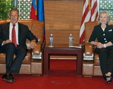 لافروف وكلينتون يبحثان في هانوي الملف الايراني وانضمام روسيا الى منظمة التجارة العالمية