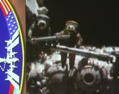 رائدا الفضاء الروس يخرجان الى الفضاء الطلق