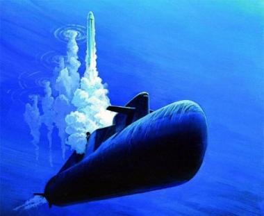 غواصة نووية روسية تجري اطلاقا ناجحا لصاروخين عابرين للقارات