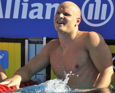السباح الروسي كوروتيشكين يحرز برونزية 50 م فراشة