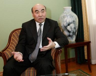 رفع الحصانة عن الرئيس القرغيزي الأول المقيم في روسيا