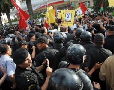 اشتباكات بين متظاهرين وقوات الأمن جنوب تونس