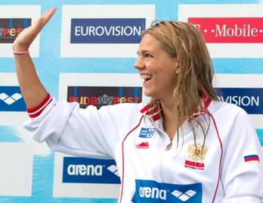 النجمة الروسية يفيموفا تحرز ذهبية ثانية في بطولة أوروبا للسباحة