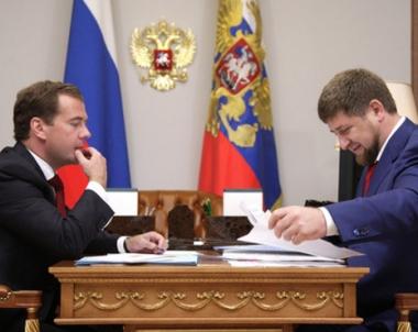 مدفيديف يؤكد اهمية الانتهاء من ازالة الالغام واعادة احياء الزراعة في جمهورية الشيشان