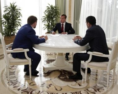مدفيديف يدعو قادة القوقاز الى العمل على الحد من الأفكار المتطرفة