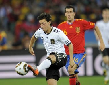 أوزيل ينضم الى صفوف ريال مدريد