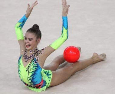 الروسية ميركولوفا تفوز بذهبية الجمباز الايقاعي باولمبياد الشباب
