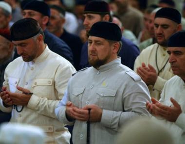 قادروف يدعو الى مصالحة المطالبين بالثأر خلال الشهر الكريم