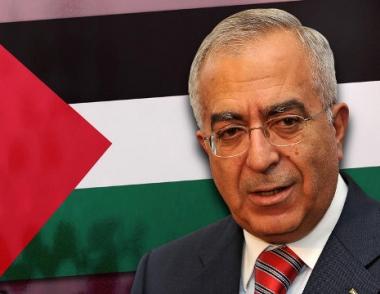 فياض يطلق وثيقة يحدد فيها أولويات العمل في العام الثاني من برنامج  الحكومة الفلسطينية