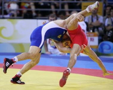 الروسي بيسيك كودوخوف يحرز الميدالية الذهبية في بطولة العالم للمصارعة الحرة للمرة الثالثة