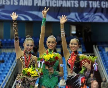 كاناييفا تتوج بذهبية الطوق في بطولة العالم للجمباز الفني