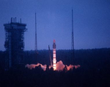 روسيا تطلق الى الفضاء قمرا صناعيا ذي مهام عسكرية