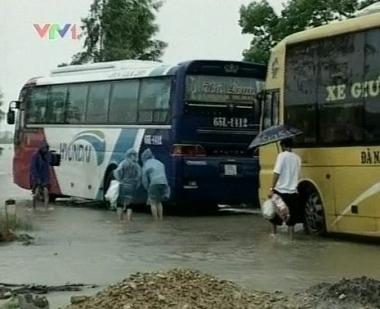 مقتل 15 شخصا في فيضانات وسط فيتنام