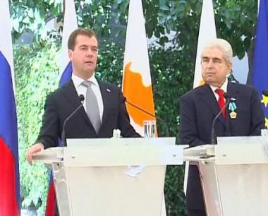 مدفيديف: روسيا ستقدم المساعدة اللازمة لتسوية المشكلة القبرصية