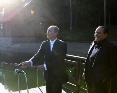 بوتين يبحث مع برلسكوني التعاون الثنائي وتنفيذ مشروع السيل الجنوبي