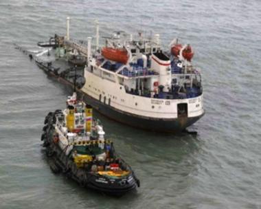انقاذ 10 من طاقم سفينة غرقت بالقرب من مدينة كيرتش الأوكرانية والعثور على جثة بحار آخر