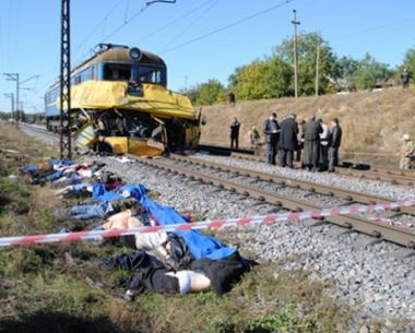 اوكرانيا تعلن الحداد على 42 شخصا قضوا بحادث اصطدام حافلة بعربة قطار