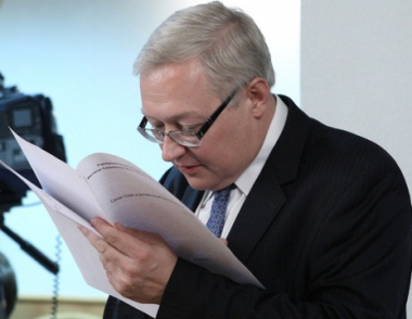موسكو تؤكد ان قرار الغاء صفقة توريد ايران بصواريخ