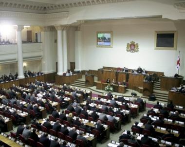 برلمان جورجيا يقر تعديلات دستورية توسع صلاحيات رئيس الوزراء