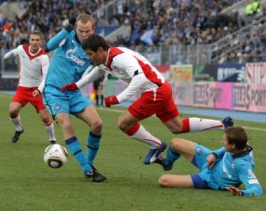 زينيت يعزز صدارته في الدوري الروسي الممتاز لكرة القدم