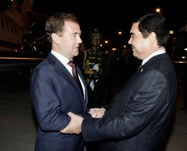 مدفيديف في تركمانستان لبحث التعاون في مجال الطاقة والعلاقات الثنائية