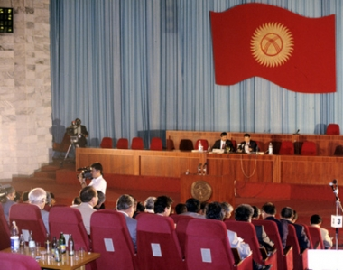 الرئيسة القرغيزية دعت البرلمان الى المصادقة على ترشيح رئيس الحكومة قبل حلول 27 نوفمبر/تشرين الثاني