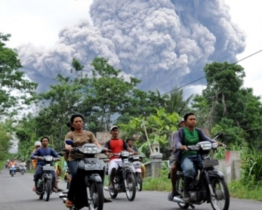 عدد ضحايا ثوران بركان ميرابي الاندونيسي اقترب من 200 شخص