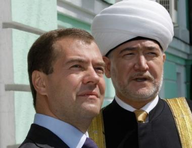 مدفيديف: المسلمون يلعبون دورا بارزا في الحفاظ على تقاليد حسن الجوار في روسيا