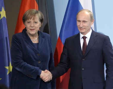 بوتين يطلب من ميركل تأييد المانيا لاستضافة روسيا لمونديال - 2018