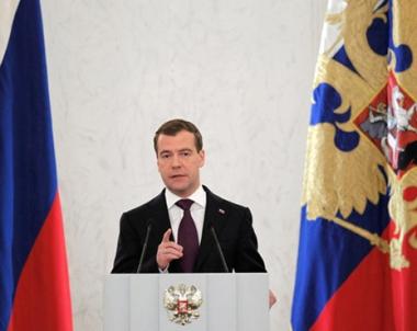 مدفيديف: النمو الاقتصادي في روسيا سيعادل 4 % هذه السنة