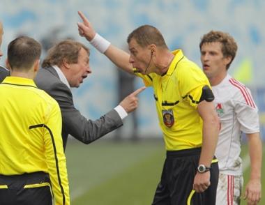 لوكوموتيف موسكو يستغني عن خدمات مدربه يوري سيومين