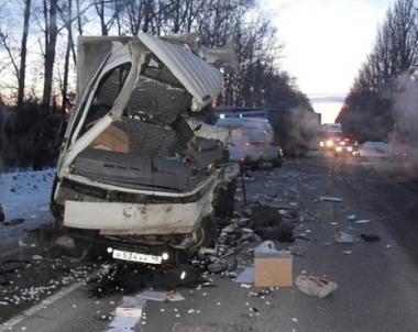 9 قتلى و26 جريحا في تصادم حافلة وشاحنة بمقاطعة ساراتوف الروسية