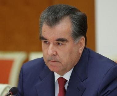 الرئيس الطاجيكي يدعو لزيادة الاموال المخصصة لتعزيز الحدود الطاجيكية الافغانية