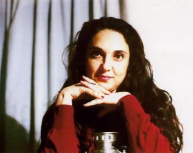 ممثلة تونسية شهيرة على خشبة المسرح وفي الحياة