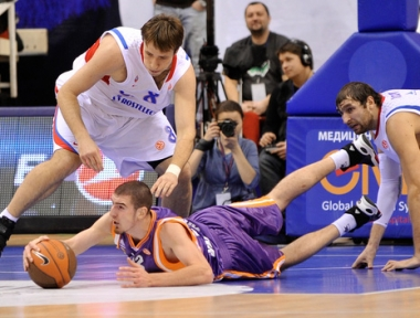 تسيسكا يحافظ على آماله في بلوغ الدور الـ 16 للدوري الأوروبي لكرة السلة